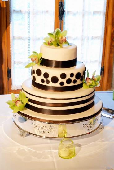 Gâteau de mariage noir, blanc et vert