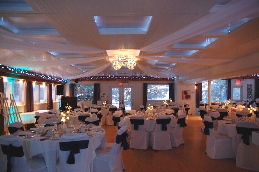 Salle La Sapinière décoration noir et blanc
